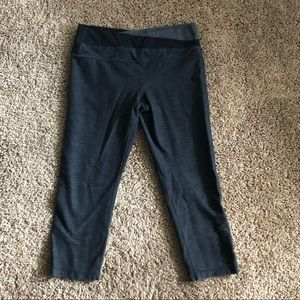 Lululemon Cropped Leggings in Blueish Gray
